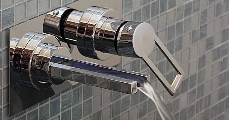 Waterval-badkraan-creeert-een-luxueuze-uitstraling-l.jpg
