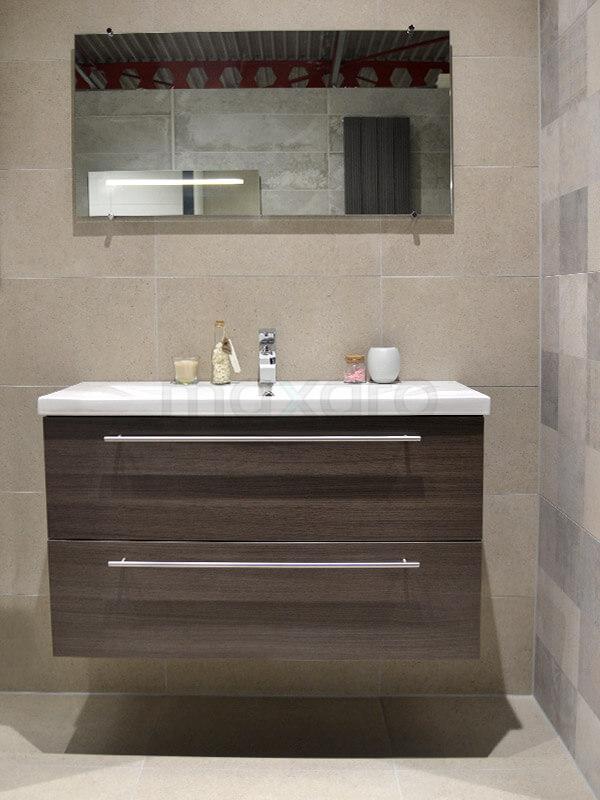 Natuursteen decor badkamer met bruine badkamermeubel | Maxaro