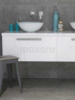 Groot formaat betonlook badkamer
