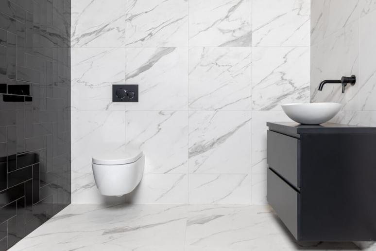 zwarte-badkamer-marmerlook.jpg